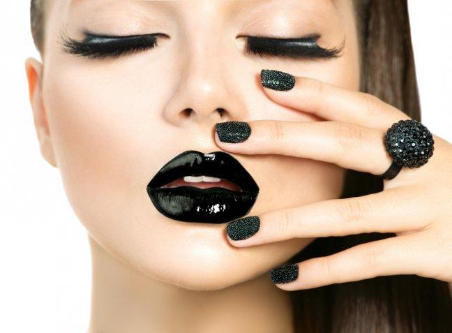 Nail art di Halloween: 5 idee per decorare le unghie a tema