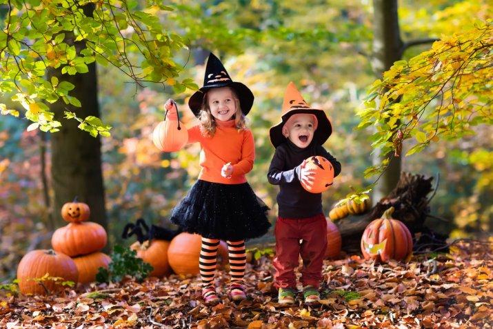 Vestito da strega per bambina fai da te: come farlo ad Halloween con il cucito per principianti