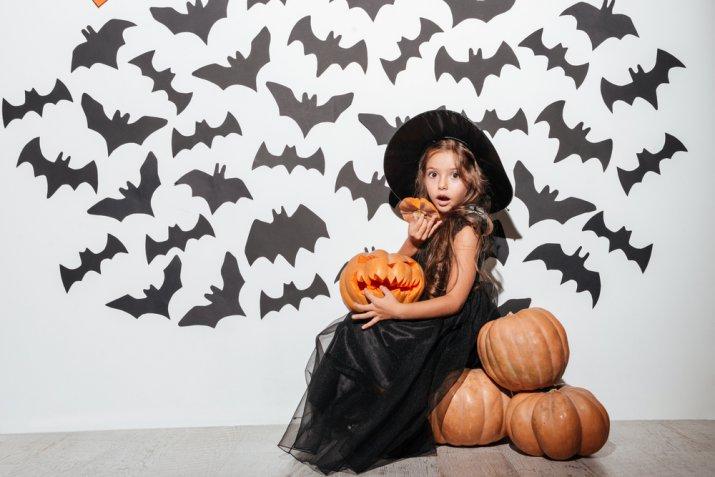 vestito strega bambina fai da te, costumi fai da te Halloween