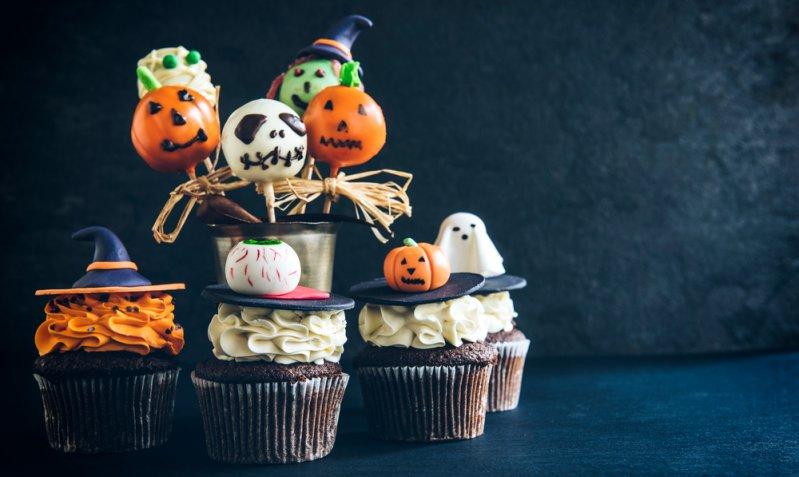 Zucca di Halloween in pasta di zucchero, 7 idee da urlo per decorare torte e cupcake