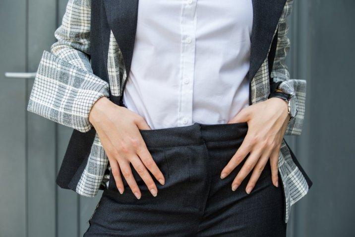 Come indossare la camicia bianca in 7 look giorno e sera