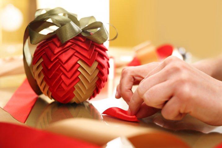 Addobbi per l'albero di Natale: 7 idee fai da te