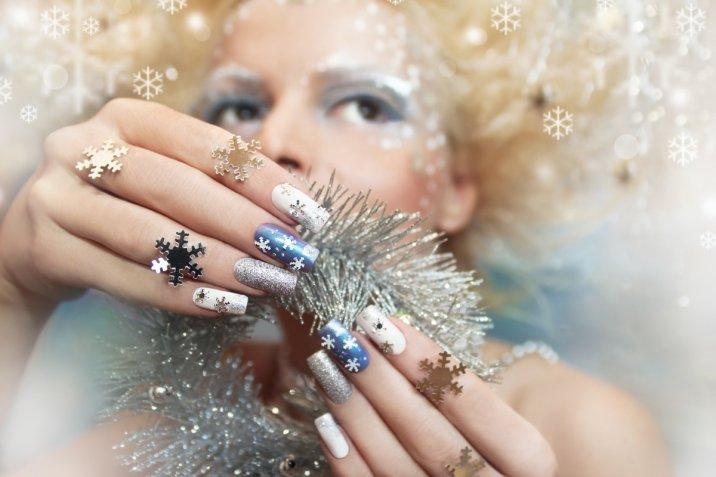 Nail art di Natale: 7 decorazioni unghie a tema da provare