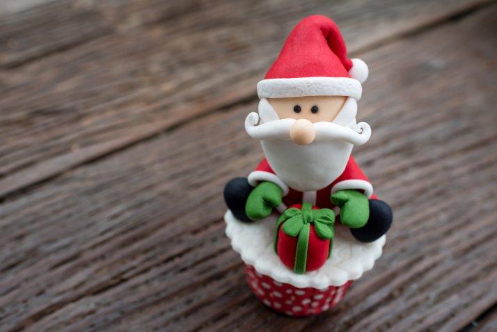 Babbo Natale in pasta di zucchero, come farlo e dove usarlo per il cake design delle feste