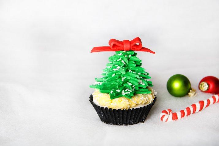 Albero di Natale in pasta di zucchero, 7 modi per realizzarlo senza stampini