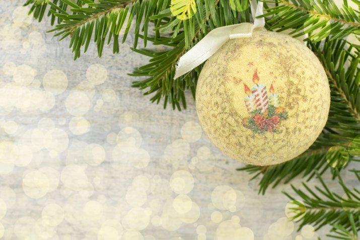 Decorazioni dell'albero fai da te, come farle in poco tempo con il decoupage