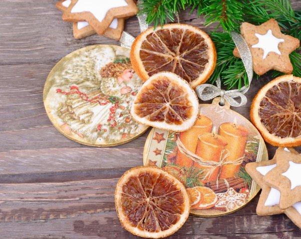 Decoupage di Natale, come decorare il centrotavola con la carta di riso