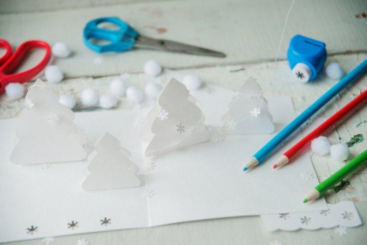 Biglietti di Natale fai da te, come decorarli con il decoupage insieme ai bambini
