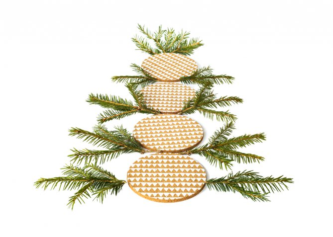 Sottobicchieri natalizi, come decorarli con il decoupage per una tavola allegra