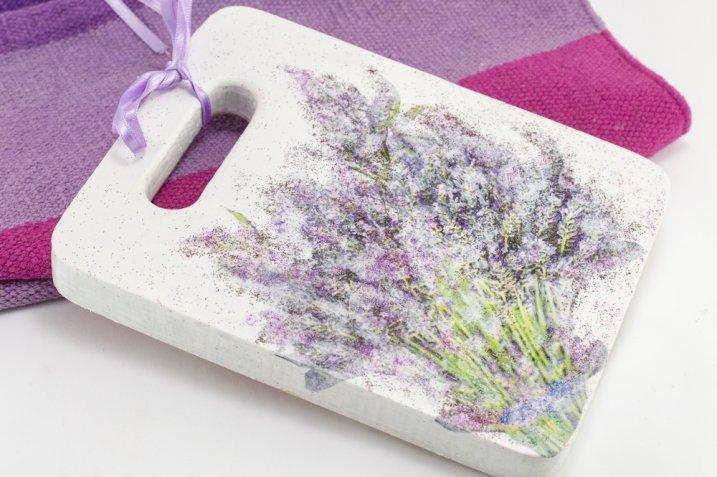 Tagliere decorato da appendere, 9 idee creative per abbellirlo con il decoupage in modo originale