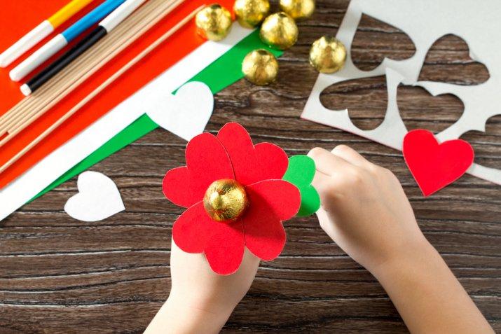 Lavoretti di San Valentino fai da te, 7 regali facili da fare con i bambini