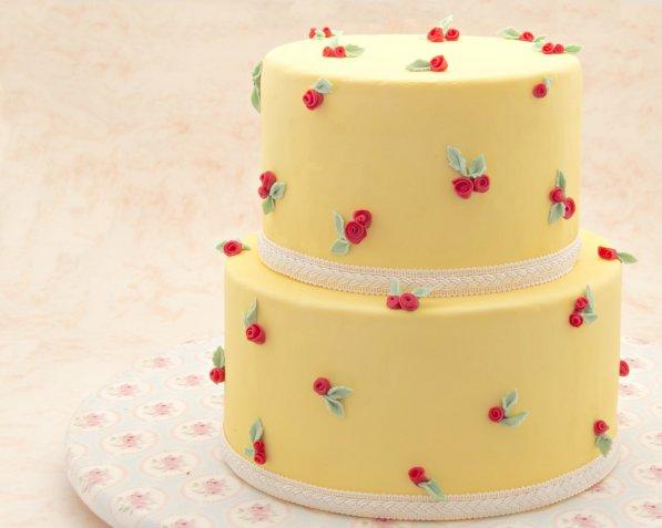 Torte per San Valentino in pasta di zucchero, le decorazioni più romantiche