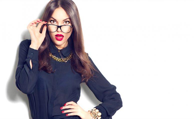 Look da ufficio: 5 idee per indossare la camicia in modo chic e femminile