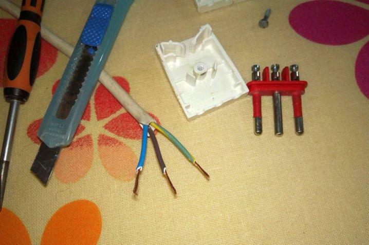 Come aggiustare una spina elettrica con facilità