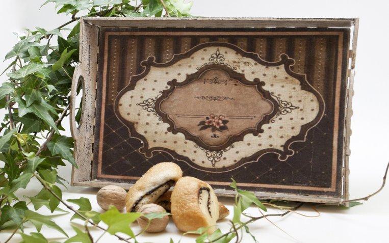 Vassoio di legno, 5 idee per decorarlo con il decoupage