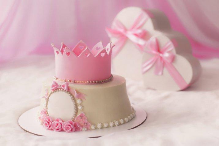 TOPIC DEGLI AUGURI. Compleanni, Onomastici, date da ricordare - Pagina 25 Torte-principesse-pasta-di-zucchero_3
