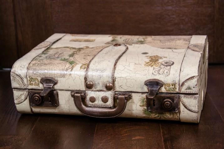 Come decorare una vecchia valigia con il decoupage per rinnovarla