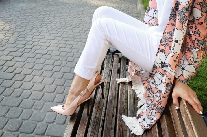 Look con pantaloni bianchi per l'estate: 5 outfit da copiare