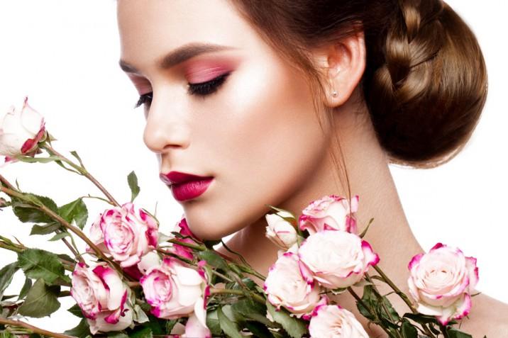 Trucco floreale per l'estate: 5 make-up ispirati ai fiori da provare