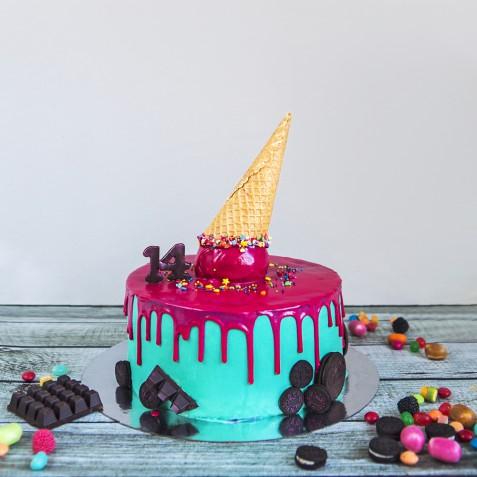 Drip cake, come fare la copertura e 7 idee per le decorazioni