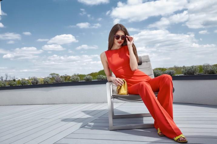 Come vestirsi al pranzo di Ferragosto se si è invitate al ristorante con 5 look perfetti