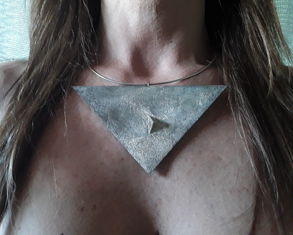Un museo in miniatura: Marina Ruggieri e la produzione dei gioielli d'artista