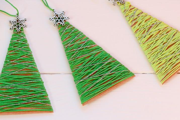 Addobbi natalizi: 5 idee con cartoncino e fili di lana