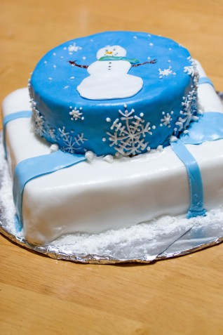 Torte con pupazzo di neve in pasta di zucchero, 5 idee tenere