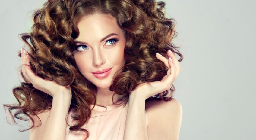 Acconciature per capelli ricci: 5 hairstyle bellissimi da provare