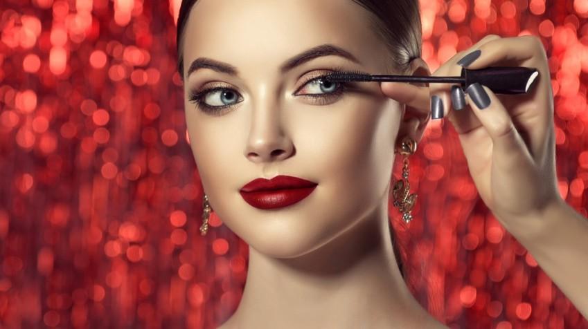 Trucco occhi per San Valentino: 10 idee per uno sguardo magnetico