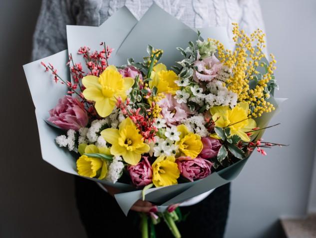 Bouquet di fiori con la mimosa: 9 mazzi per la festa della donna