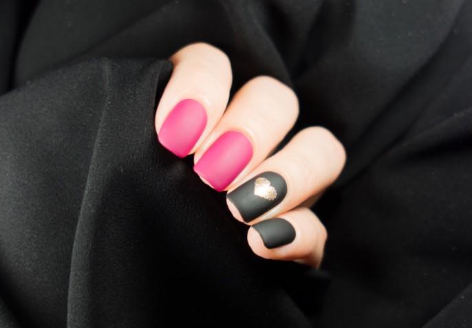 Nail art in rosa e nero, oro o argento: 7 decorazioni che ci conquisteranno