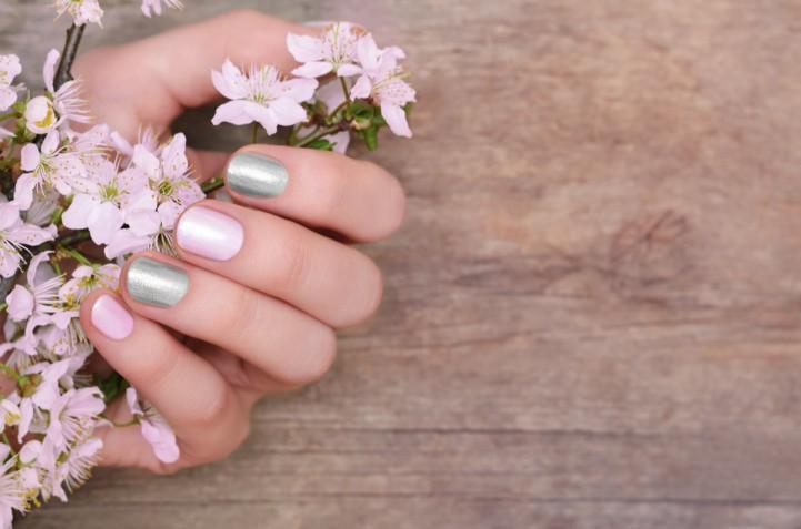 Nail art primavera 2019: le decorazioni unghie più belle da sfoggiare