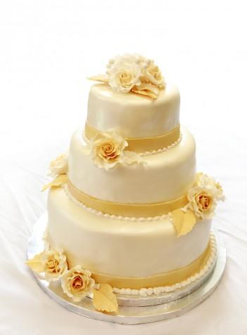 Torta nuziale color oro in pasta di zucchero: 9 foto a cui ispirarsi