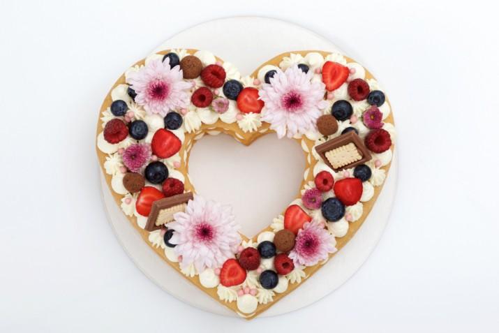 Alphabet cake a forma di cuore: 9 decorazioni che non puoi perdere