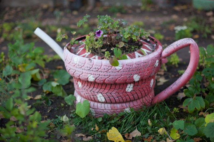 Vasi e portavasi originali per il giardino: 11 idee allegre
