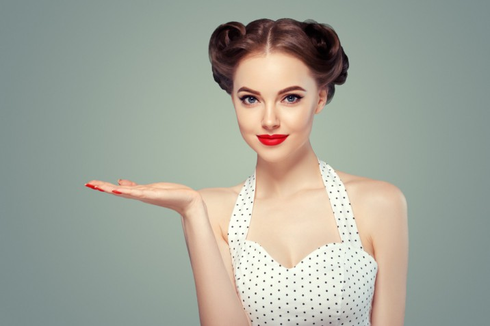 Acconciature da pin up anni 50: i 7 hairstyle più belli da copiare