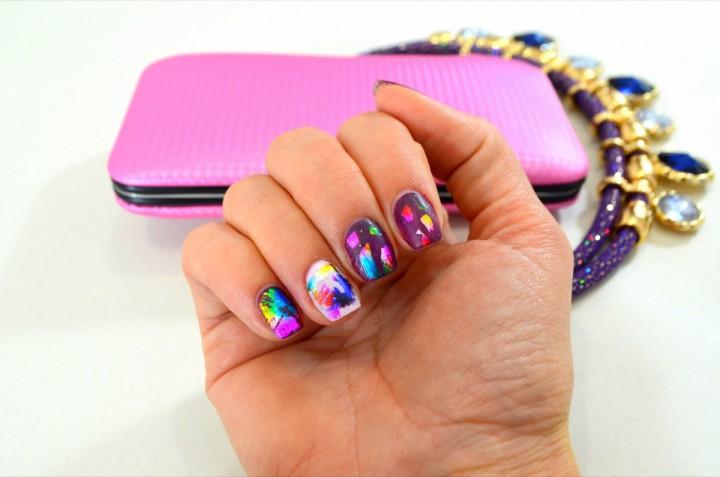 Nail art con foil: come realizzarla e 7 idee da provare