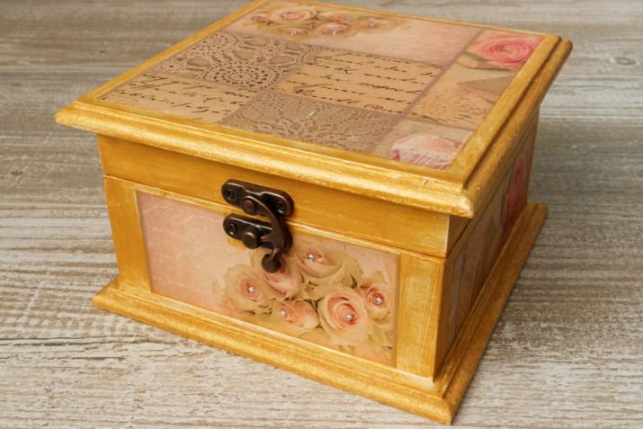 Come rivestire una scatola di legno con il decoupage: la tecnica e 5 idee creative