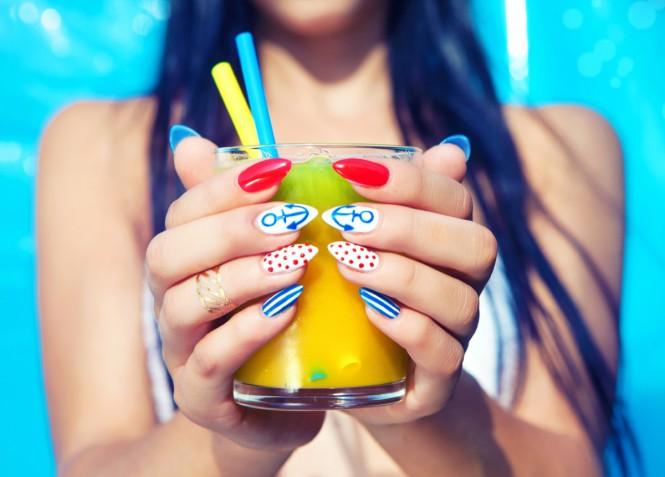 La nail art per l'estate 2019 con 7 decorazioni unghie da copiare
