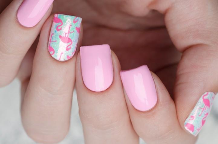 Nail art fenicottero: 7 decorazioni unghie perfette per l'estate