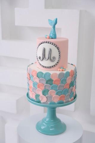 Torta con sirene in pasta di zucchero: 7 decorazioni fantastiche