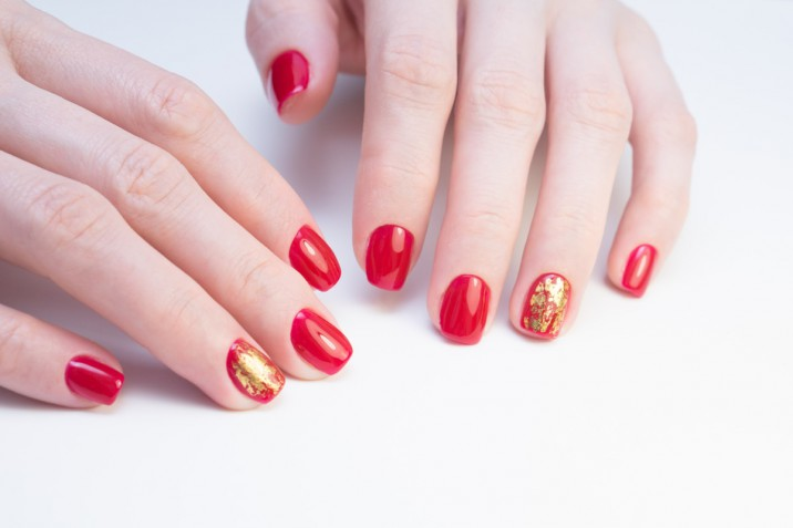 Nail art in rosso estate 2019: le decorazioni unghie più di tendenza
