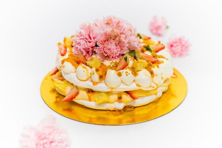 Torte decorate con frutti e fiori: 9 decorazioni fresche