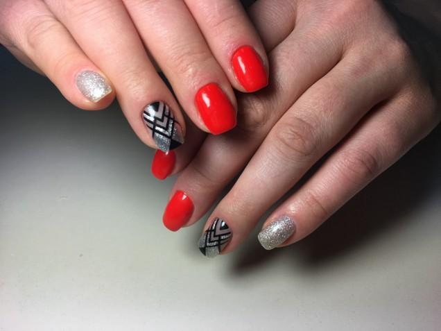 Le 10 nail art in rosso e argento più belle per la stagione fredda