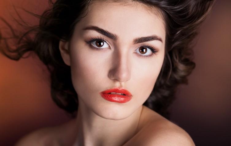 Trucco da cerimonia o da sera per occhi marroni: 7 make-up bellissimi