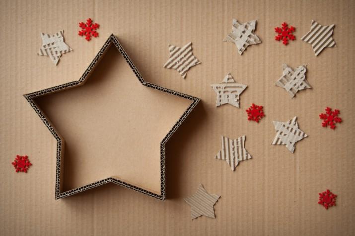 Decorazioni natalizie con materiali di riciclo: 7 idee ecologiche per gli addobbi