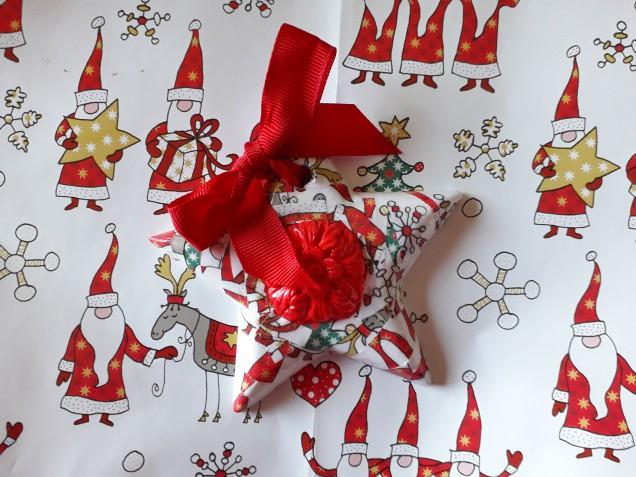 Decorazioni natalizie fai da te: il tutorial per farle con il decoupage