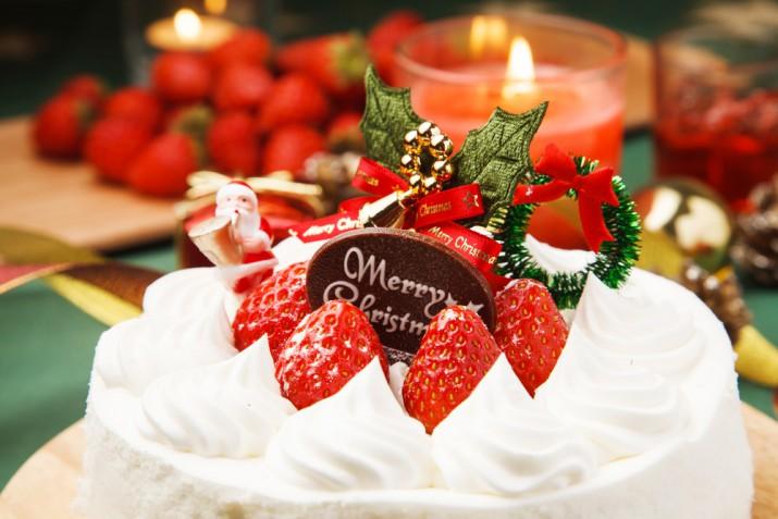 Torte di Natale decorate con panna: 7 idee sfiziose