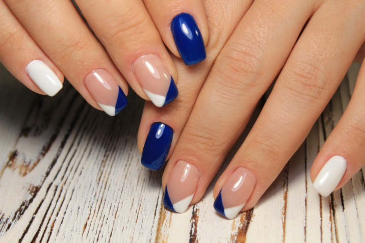 Le 7 nail art più belle in Classic Blue Pantone